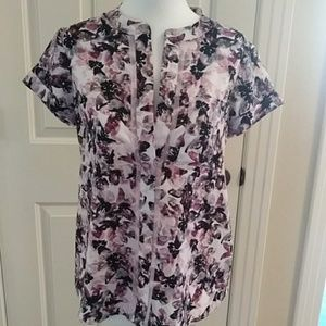 Vera Wang shirt sleeve blouse with cuff
